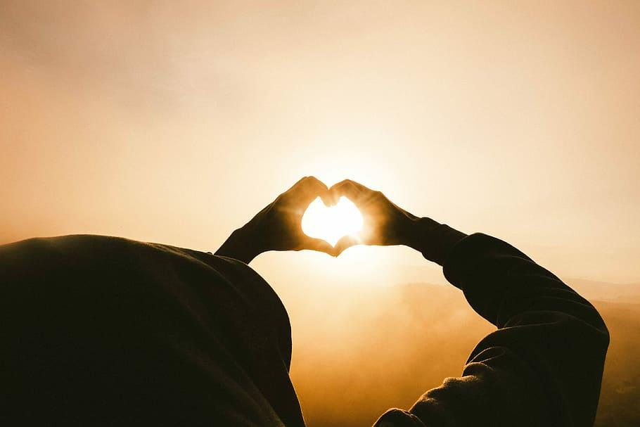 heart-hands-symbol-sun
